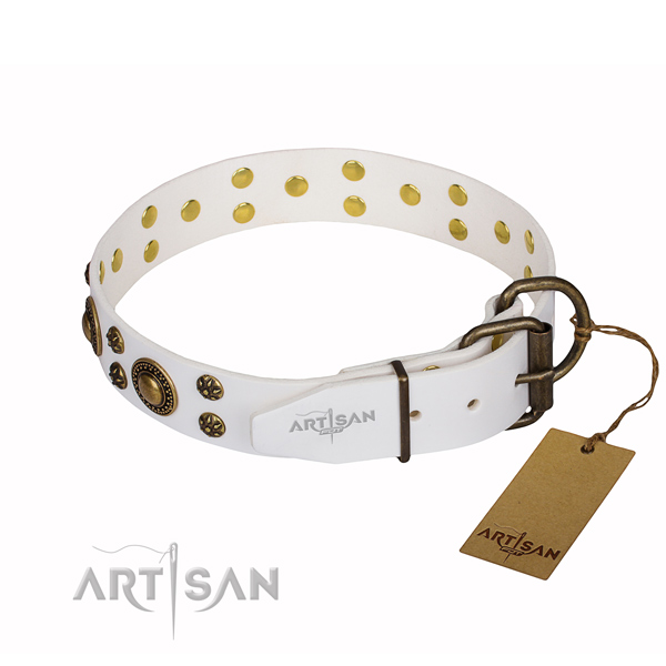 Easy wearing adorned dog collar of high quality natural leather